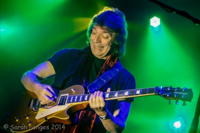 Steve Hackett pulling faces at Rob
