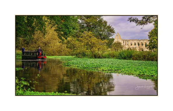 Boating on The Wey Navigation at Newark Priory